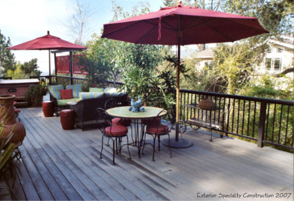 Trex deck with iron railing